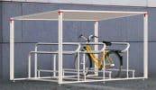 Bikeport Forum mit höhenversetztem Anlehnbügel mit Führungsrinnne zur geführten Einstellung