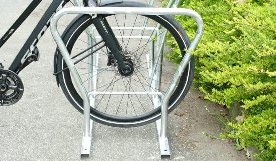 Fahrradständer Basic Plus zum Abschließen von Laufrad und Rahmen