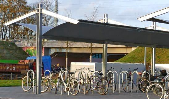 Beidseitige Formstahlüberdachung mit Fahrradständer Eta