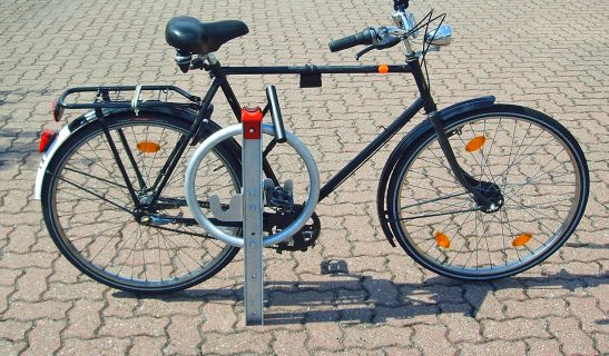 Systempoller zweifarbig zum Fahrradparken
