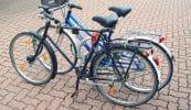 Poller mit Anlehnbügel und Pedalhalterung zum Fahrradparken