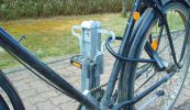 Abstellanlage zum Anschließen von Laufrad und Rahmen mit Pedalhalter