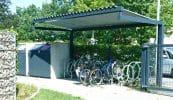 Angulus mit Trapezblech und Fahrradständer Rondo